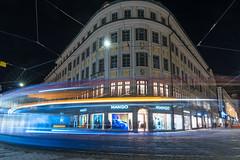 Munich, the city with the fastes trams - München, die Stadt mit den schnellsten Strassenbahnen (ralfkai41) Tags: lichter münchen longtimeexposure nightshot munich night movement bewegung nachtforografie nacht langzeitbelichtung lights