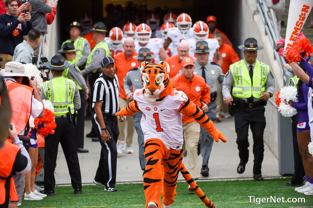 Clemson Photos: Dabo  Swinney, The  Tiger, 2017, Football, N C  State