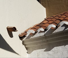 --- (maggy le saux) Tags: roof techo toit ombres sombras shadow tejas tuiles tiles façade fachada