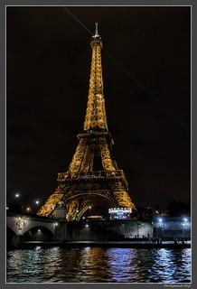 Paris_Tour Eiffel_Vieille dame_Quai Branly_Seine_7e Arrondissement_France