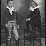 Archiv O100 Theaterkleidung, 1920er thumbnail