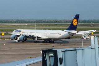 Lufthansa A340-600 D-AIHB 001