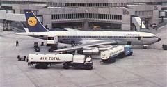 Postcard Lufthansa B-707-330B D-ABUB Köln Airport (mugicalin) Tags: cartepostale postcard oldpostcard cartolina postkarte razglednica ansichtkaart boeing boeing707 b707 b707330 dabub kölnairport airport aéroport aircraft man mantruck total petrolstation fina années60 orangeandblue