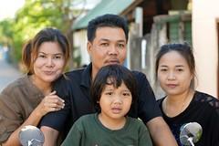 family portrait (the foreign photographer - ฝรั่งถ่) Tags: family portrait four people khlong thanon portraits bangkhen bangkok thailand nikon d3200