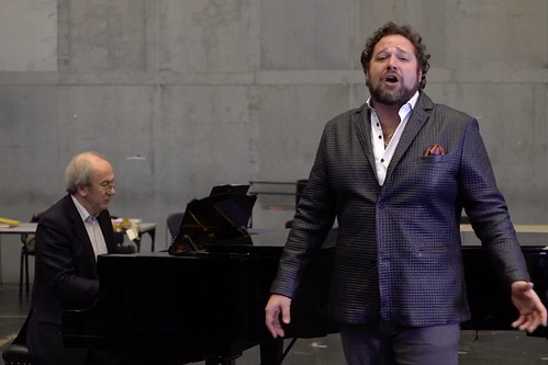 Watch: a great Italian drinking song performed by Bryan Hymel