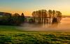 Das Haus im Nebel (impossiblejoker) Tags: sonnenaufgang haus sunrise mist landscape capture house sky trees