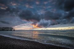 Etretat décembre (amateur72) Tags: etretat fujifilm normandie paysdecaux xf1024mm cliffs coucherdesoleil falaises mer plage xt1