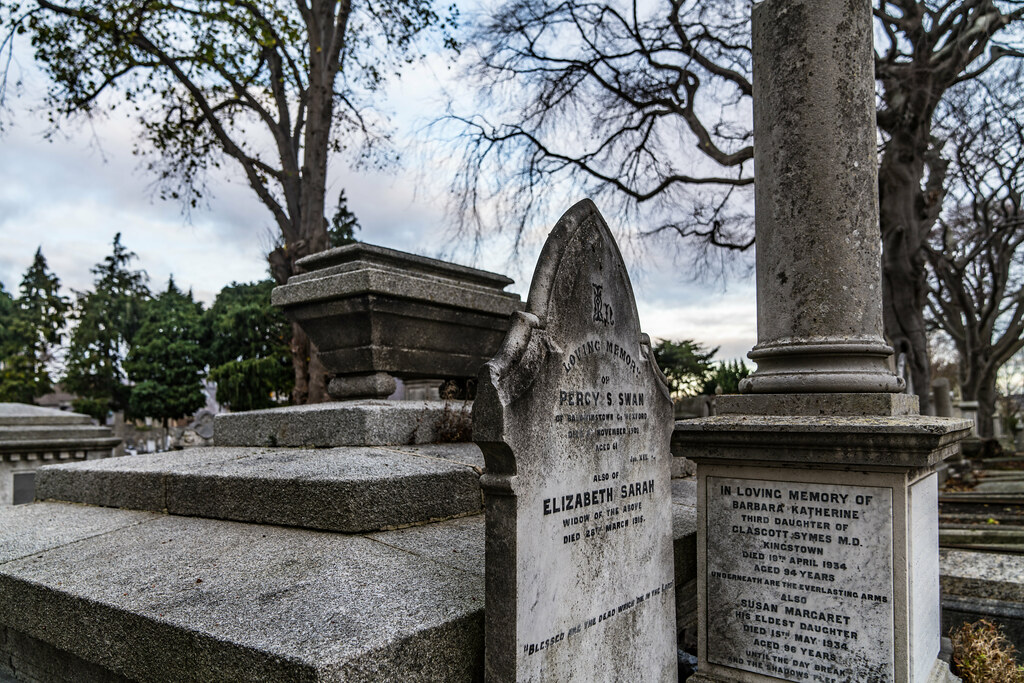 MOUNT JEROME CEMETERY IS AN INTERESTING PLACE TO VISIT [IT CLOSES AT 4PM]-134305