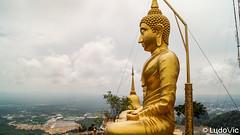 Tiger Cave Temple 10 (Krabi, Thailand) (Lцdо\/іс) Tags: krabi thailande lцdоіс thailand thailandia aonang tiger cave temple buddha buddhisme travel voyage landscape panoramique panoramic panorama awesome south phuket paysage gold