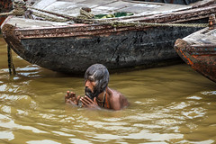 Gange bath (Giulio Giuliani) Tags: varanasi ganga bath gange river