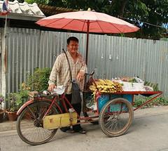 street vendor with his cart (the foreign photographer - ฝรั่งถ่) Tags: man street vendor corn peanuts cart umbrella bangkhen bangkok thailand canon