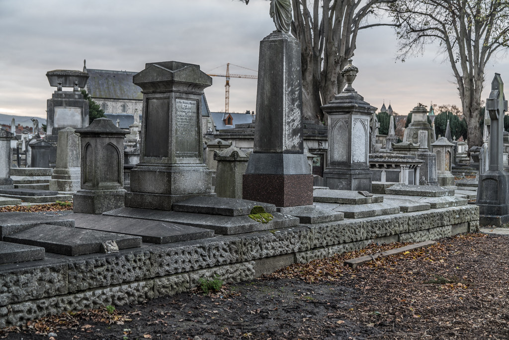 MOUNT JEROME CEMETERY IS AN INTERESTING PLACE TO VISIT [IT CLOSES AT 4PM]-134343