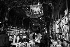 Livraria Lello (Howard Yang Photography) Tags: bw blackandwhite porto portugal leicam 24mmelmar bookstore livrarialello harrypotter