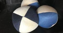 """Der Jonglierball. Die Jonglierbälle. Diese Bälle habe ich seit meiner Kindheit. Sie liegen gut in der Hand. Man kann mit ihnen jonglieren, sie also abwechselnd in die Luft werfen. #vocab #vokabel #deutsch #german #lernen #learn #onewordaday • <a style=""""font-size:0.8em;"""" href=""""http://www.flickr.com/photos/42554185@N00/26731818919/"""" target=""""_blank"""">View on Flickr</a>"""