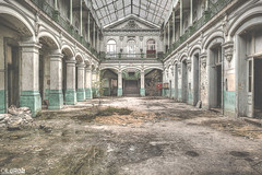 ... (LaR0b) Tags: ue urban urbex exploring exploration decay abandoned lar0b lost hdr highdynamicrange school lycee symmetric symmetry education