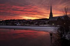 Lever du jour sur Chicoutimi en hiver (gaudreaultnormand) Tags: 1996 bassin canada chicoutimiriver déluge église leverdesoleil quebec reflets river sunrise