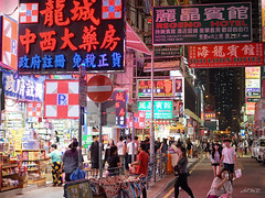 Colors of night (aemb01) Tags: hongkong mongkok light color night dark red asia rue street crowd people advertising publicité foule