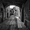 Sotto il volto, nel vicolo (drugodragodiego) Tags: carmine brescia lombardia italy vicolo arco street buildings blackandwhite blackwhite biancoenero bw fujifilm fujifilmx30 volto