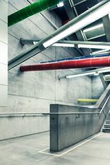 (maxelmann) Tags: le leipzig bahnhof sbahn db deutschebahn maxelmann bayerischerbahnhof architektur architecture bauverzögerung betweenthelines linien clear withoutpeople beton licht lampen strikt