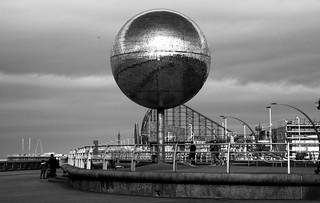 Pêl ddrychrau / Mirror ball - Blackpool