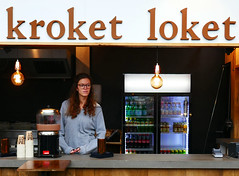 Rotterdam: Markthal, kroket loket girl (Henk Binnendijk) Tags: croquette kroket loket markthal rotterdam netherlands nederland holland dutch snack girl people woman sign bord frituur food counter