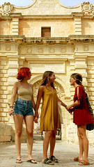 together till the end (Cristina Seijas) Tags: girls girl chica chicas ainhoa marta cristina yo me myself amistad friendship malta mdina gate mdinagate medieval beige film película cream creamcolors colors colours trip travel viaje viajar descubrir discover