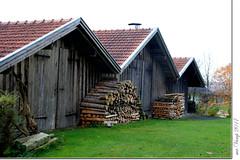 Holz vor der Hütte (Mr.Vamp) Tags: holz brennholz hütte schuppen lager landleben mrvamp vamp canoneos70d wood firewood shack shed warehouse countrylife