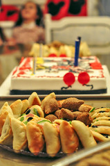 Birthday food (Tuqaki) Tags: happybirthday birthday birthdayparty party cake birthdaycake food foody birthdaygirl mickymouse minymouse balloon balloons colo colors newlife newyear family freinds happy happiness kid kids nikon mynikon 50mm d90