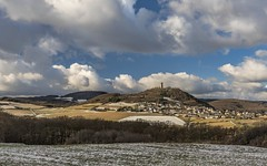 *Brohltal @ Burg Olbrück im Winter* (albert.wirtz) Tags: albertwirtz brohltal burgolbrück hain galgenberg niederdürenbach oberdürenbach oberzissen niederzissen burgruine ruine burg eifel vordereifel osteifel voreifel wandern hiking trail meadow field tree sky mountain landscape paesaggi paysagens germany deutschland rheinlandpfalz rhinelandpalatinate winter snow frozen schnee clouds wolken natur nature natura allemagne winterzauber wintermagic nikon d810 nikond810landscape olbrück vulkaneifel volcaniceifel laachersee tourismus landmark castleruin tower turm castle landschaftsfotografie