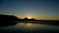CAPE TOWN, SOUTH AFRICA (pwitterholt) Tags: westerncape westkaap capetown kaapstad tablemountain tafelberg signalhill sony sonycybershot sonyhx400 southafrica zuidafrika zuidelijkhalfrond sunset zonsondergang weerspiegeling weerkaatsing reflection reflectie atlanticocean atlantischeoceaan