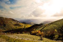 senza titolo. (Enzo Ghignoni) Tags: montagne nuvole cielo prati alberi colori