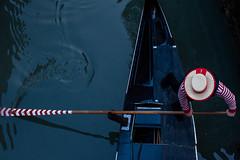 Gondolier (morganelafond) Tags: gondoles gondolier rouge red venise venezia venice eau water boat gondole gondola chapeau hat