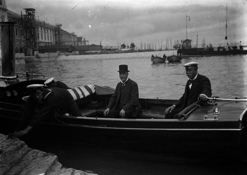 Chegada de D. Tomás Lipton ao Caes das Columnas, Lisboa (A.C.Lima, 1911)