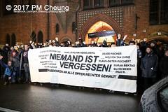 Silvio Meier Mahnwache 2017 - Damals wie heute: Antifa heißt Angriff! – 21.11.2017 – Berlin - IMG_6283 (PM Cheung) Tags: silviomeier nguyễnvantu afd nguyentandung silviomeiergedenkdemonstration damalswieheuteantifaheistangriff ingedenkenansilviomeier antifa berlin friedrichshain alternativefürdeutschland facebookcompmcheungphotography 21112017 mahnwache 2017 25todestagvonsilviomeier neonazis npd rechtsruck ubahnhofsamariterstrase silviomeierstrase samariterstrase pmcheung gedenken polizei rechtsextremisten protest herauszursilviomeierdemo2017 pomengcheung gedenkdemonstration antifaschist jahrestag nwberlin afdbundestagswahlen dritterweg nationalsozialistischeruntergrund alternativefürdeutschlandafd nsu 25jahrestag silviomeierdemo2017 silviomeierdemo antifademonstration silviomeier2017 sm2017 silviomeier17 b2511 ingedenkenansilviomeierundalleopferrechtergewalt silviomeierpreis silviomeiermahnwache2017 todestagam21november1992 gedenktafelsilviomeier auszeichnungdesaufstehengegenrassismus aufstehengegenrassismus herauszursilviomeierdemo silviomeierpreisverleihung galiläakirche jugendwiderstandsmuseumindergaliläakirche feinesahnefischfilet christophsell