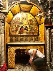 16 - Jézus Krisztus születésének barlangja - Jézus Krisztus születésének helyét ezüstcsillag jelöli  / Jaskyňa Narodenia Ježiša Krista