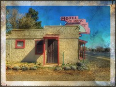 El Pueblo... (Sherrianne100) Tags: roadtrip old66 motherroad rt66 route66 signage sign motelsign oldmotel motel flagstaffaz flagstaff arizona