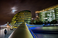 City Hall composition (London) (Ondablv) Tags: london city hall moon queens walk luna cloud londra skyline night ondablv notturna architettura architecture futuro luci light luce notte ora sera