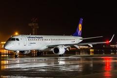Lufthansa Regional (Lufthansa CityLine) D-AEBB HAJ at Night (U. Heinze) Tags: aircraft airlines airways air flugzeug planespotting plane haj hannoverlangenhagenairporthaj eddv nikon night