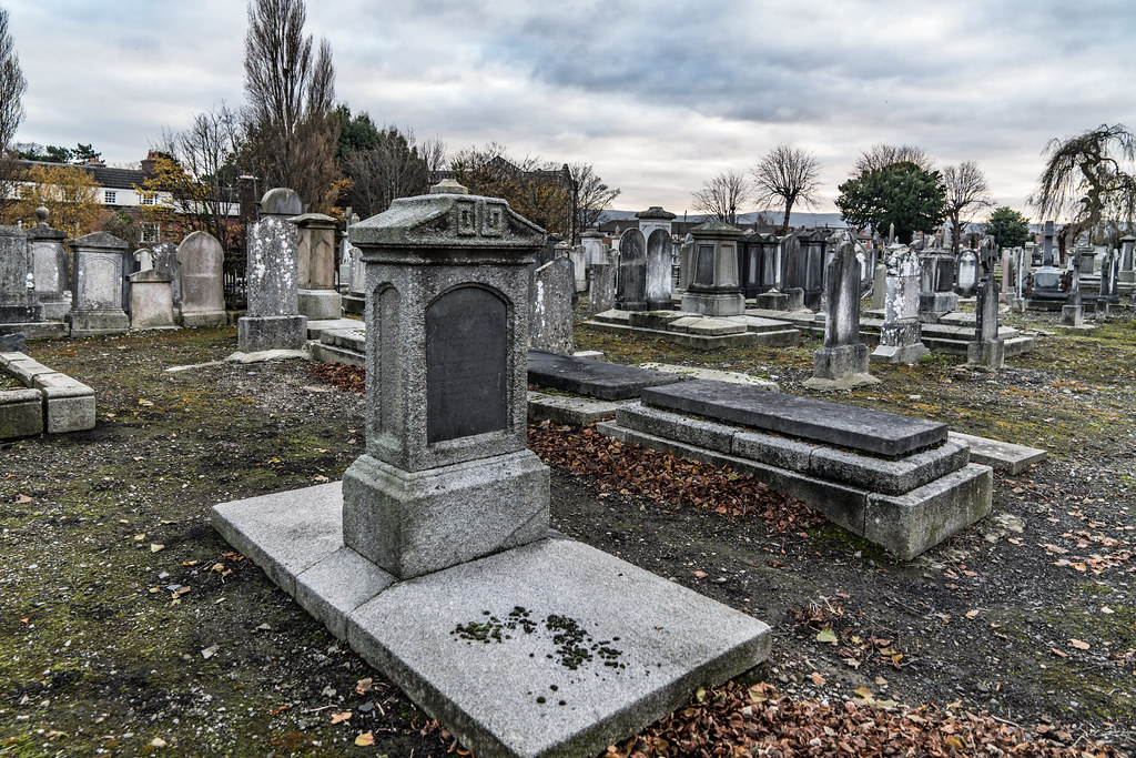 MOUNT JEROME CEMETERY IS AN INTERESTING PLACE TO VISIT [IT CLOSES AT 4PM]-134308