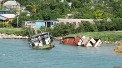 2 bateaux échoués à Antigua - 3682 (rivai56) Tags: saintjohns saintjohn antiguaetbarbuda ag 2 boats stranded caraïbes lîle aux 365 plages