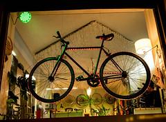 Radprinz (sulamith.sallmann) Tags: arbeit fahrzeug abends berlin bike deutschland fahrrad fahrradladen germany mitte nacht nachtaufnahme nachts night nightshot prinzenallee rad schaufenster soldinerkiez trade vehicle wedding deu sulamithsallmann