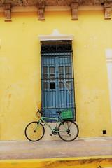 DSC_1635 (fulcherio) Tags: campeche mexico house colours bike