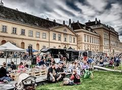 Wien - vienna streetfood (Der Kremser) Tags: wien vienna streetfood menschen people österreich austria essen live leben fest mq hdr eu europa europe casio exilim 2017