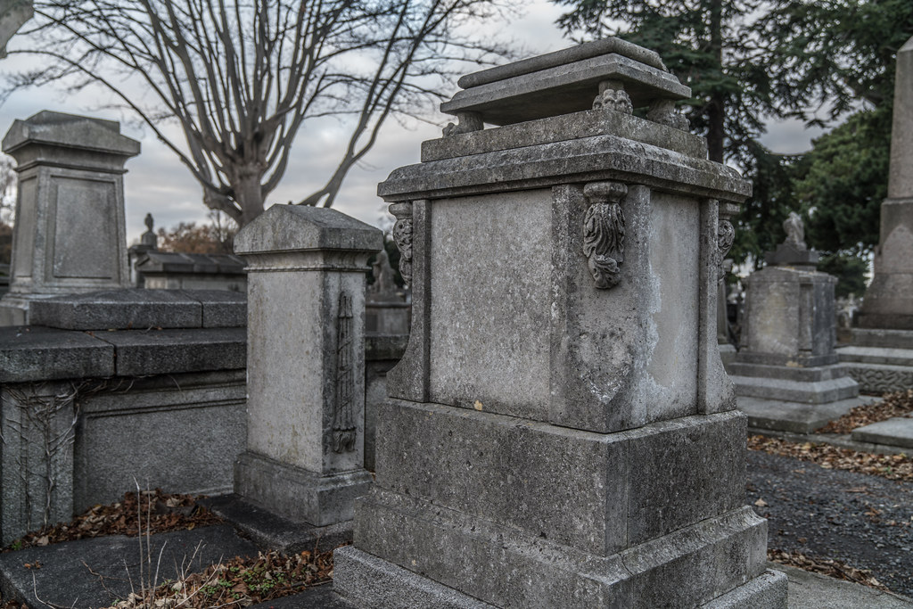 MOUNT JEROME CEMETERY IS AN INTERESTING PLACE TO VISIT [IT CLOSES AT 4PM]-134312
