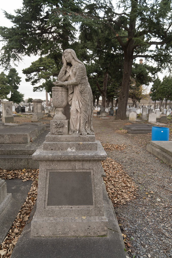 MOUNT JEROME CEMETERY IS AN INTERESTING PLACE TO VISIT [IT CLOSES AT 4PM]-134317
