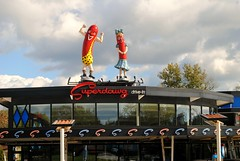 Superdawg - Wheeling, Illinois (Cragin Spring) Tags: superdawg building architecture illinois il hotdogs restaurant fastfood drivein unitedstates usa unitedstatesofamerica neon neonsign sign wheeling wheelingil wheelingillinois midwest