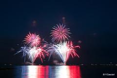 Vive la France (Yannick 67) Tags: national fête reflet rouge blanc bleu vacances été méditerranée mer mère 70d canon lumière artifice feu antibes france 14juillet