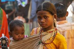 Kawardha - Chhattisgarh - India (wietsej) Tags: kawardha chhattisgarh india zeiss sal135f18z 135 18 sony a100 mother child market tribal