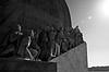 Verso l'ignoto ... Into the Unknown (Marco_964) Tags: ignoto sconosciuto unknown monumento monument portogallo portugal lisbona bw clubromanofotografiabw biancoenero bianconero blackwhite luce controluce sole raggi rays sun pentax pentaxk50 scoperte discoveries descobrimentos city reflex