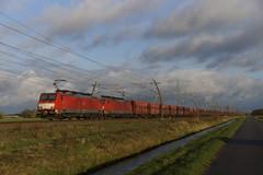DB Cargo 189 043-3 + 189 035-9 met lege ertstrein richting Kijfhoek over de Betuweroute bij Angeren 12-11-2017 (marcelwijers) Tags: db cargo 189 0433 0359 met lege ertstrein richting kijfhoek over de betuweroute bij angeren 12112017 betuwe route gelderland nederland netherlands niederlande paysbas trein erts erz eisenbahn bahn train railway freight siemens 043 035 20713 eba 00a23a 013 es 64 f4 2004 bouwjaar boboel 91 80 6189 ddb 20725 021
